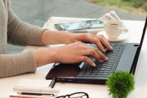 フリーランスとして副業しやすい職種|正社員が働きながら始めやすいWeb系の仕事8選