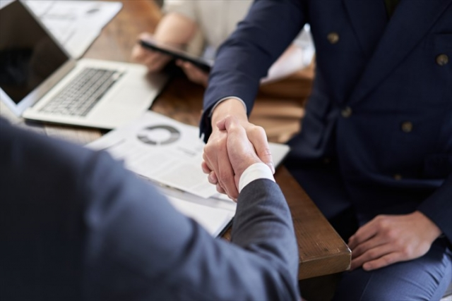 フリーランスとして効率的に副業先を探したい方は?業務委託で案件を受けるために